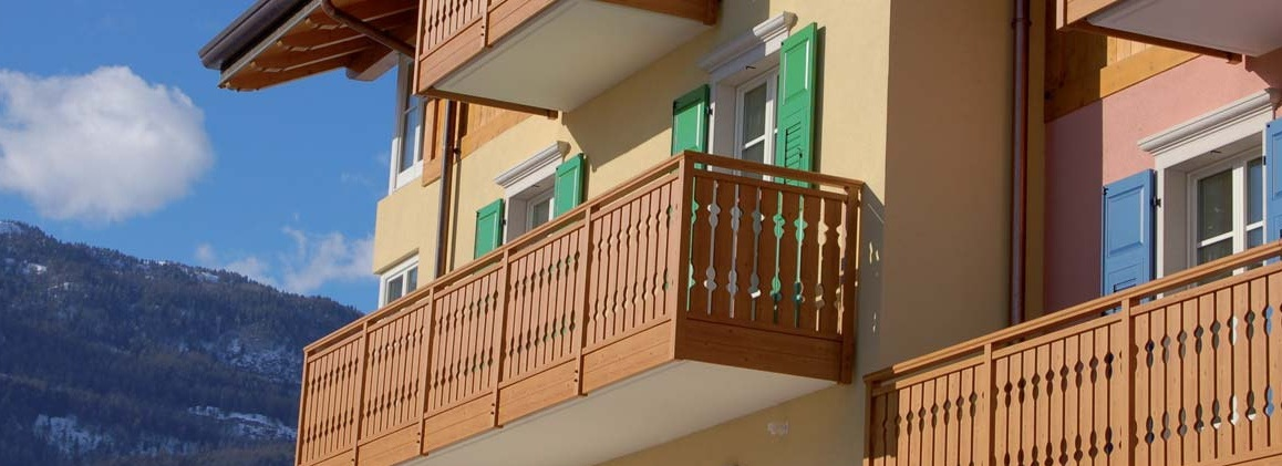 Parapetti per balconi rpm falegnameria for Grate in legno per balconi